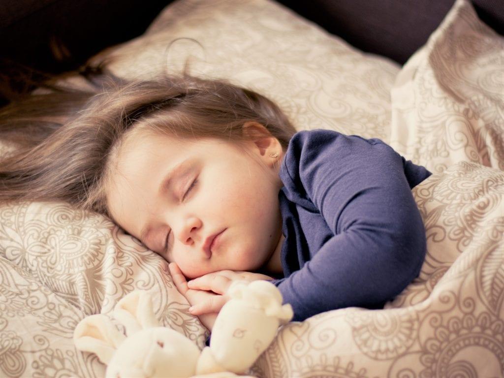 Fötale Position schlafen
