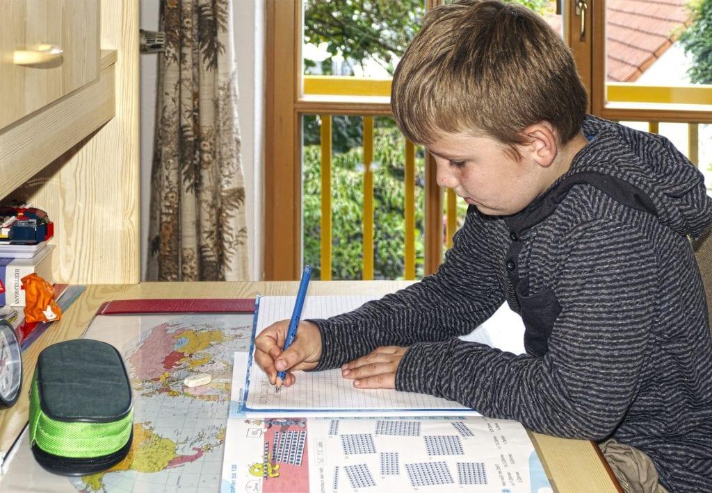 Schreibtisch für Kind
