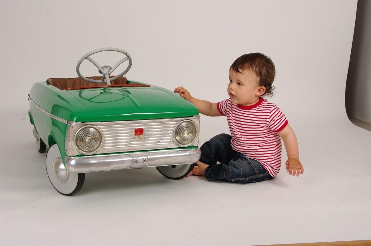 Das Autobett In Jungen Jahren Mit Viel Ps Einschlafen