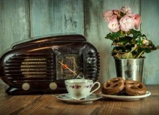 Radiowecker mit Projektion