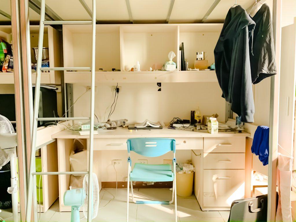 Schreibtisch unter Hochbett