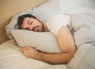 Schlafen ohne Kissen