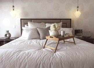 Ein Bild, das Bett, drinnen, Raum, Hotel enthält. Automatisch generierte Beschreibung
