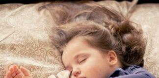 Ab wann Kind mit Decke schlafen