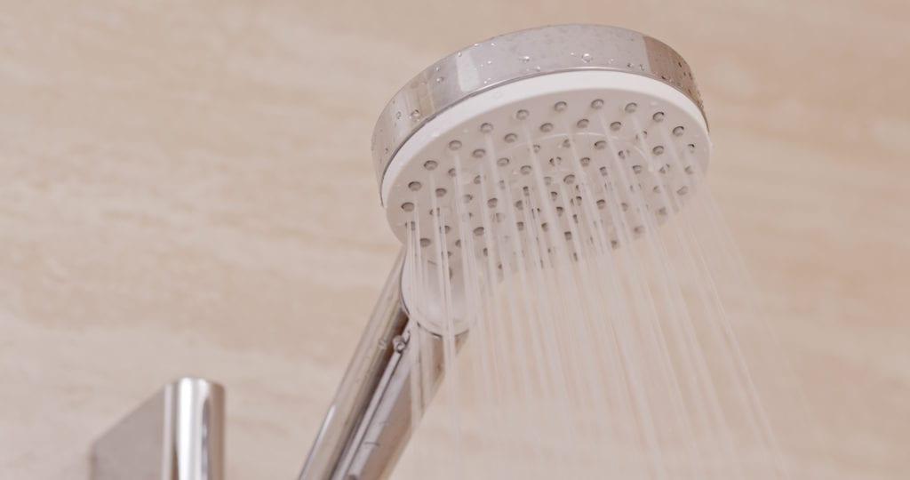Kalte Dusche zum Aufstehen