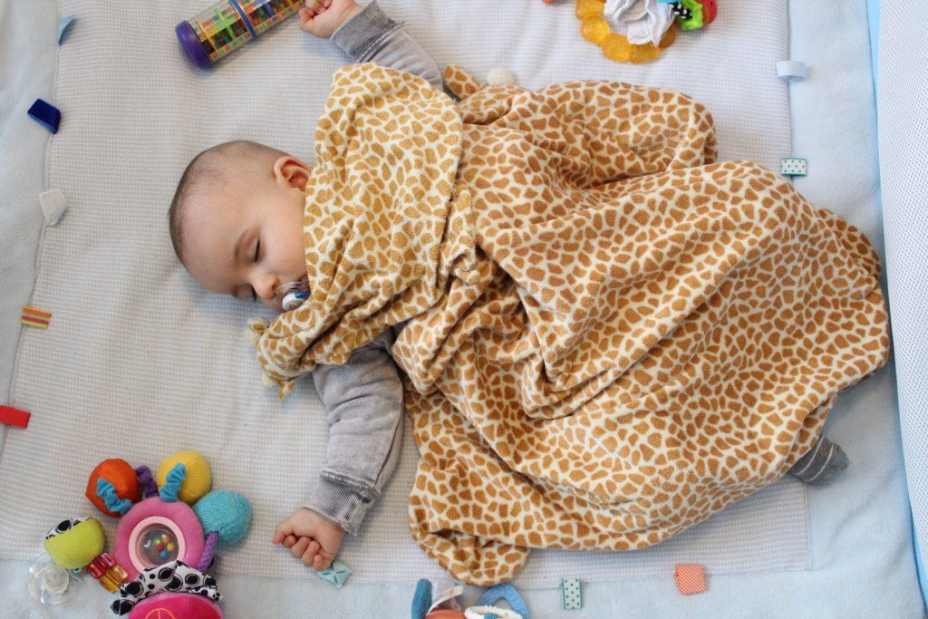 Babybett - Spielzeug